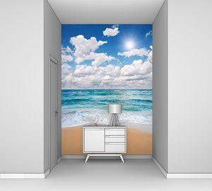 Облака над тропическим пляжем