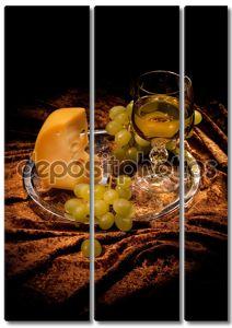 Натюрморт с сыром и вином