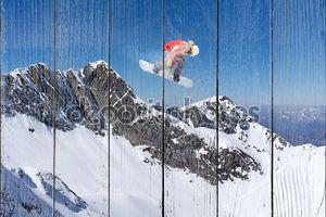 Горный пейзаж со сноубордистом