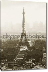 Мисти Эйфелева башня