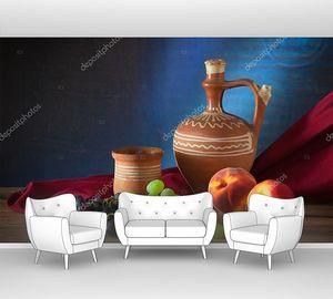 Фрукты и керамические блюда