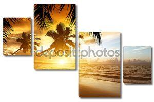 Закат на пляже Карибского моря