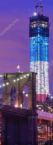 Подсвеченная современная башня