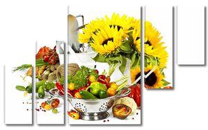 Подсолнухи рядом со свежими овощами