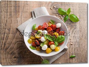 Тарелка с салатом