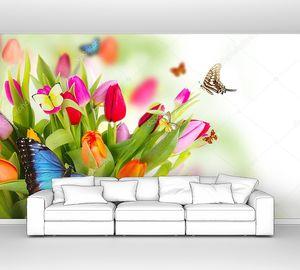 Букет цветных тюльпанов с бабочками