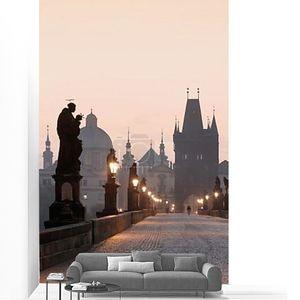 Прага Чехия Прага - Карлов мост на рассвете