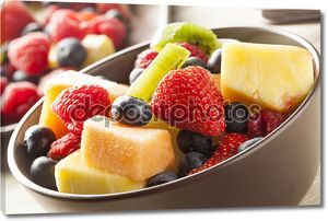 Салат из свежих органических фруктов