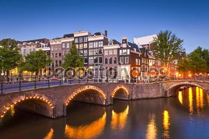 Сцена спокойный канал Амстердам, Голландия