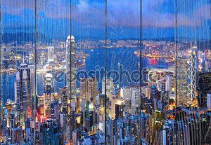 Гонконгский город синей ночью