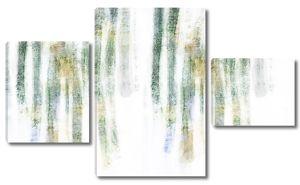 Размытые стволы деревьев