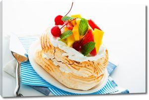 Пироженое со свежими фруктами