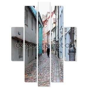 Узкая улица в Риге