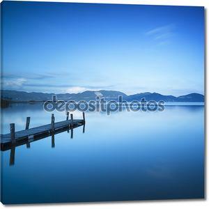 Причал на голубом озере