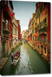 Античные здания вдоль каналов