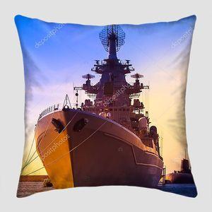 Морской конвой. Военные корабли. Подводные лодки .
