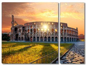 Колизей в течение весеннего времени, Рима, Италии