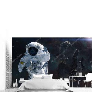 Астронавт на фоне Столпов Творения. Научная фантастика