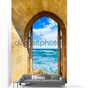 открытая дверь море
