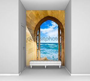 Море сквозь арку