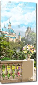 Ваза с цветами на балюстраде на фоне замков