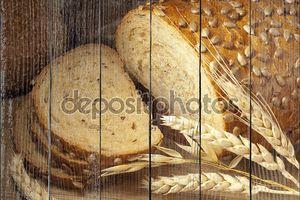 Натюрморт с хлебом и колосья пшеницы