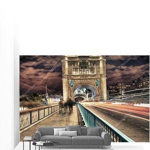 Тауэрский мост в Лондоне, Великобритания ночью движение и перемещение красный
