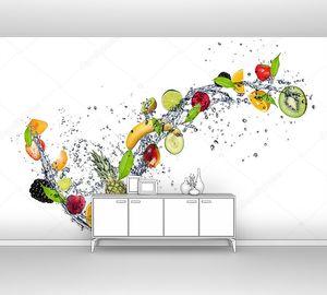 Разные фрукты с водой