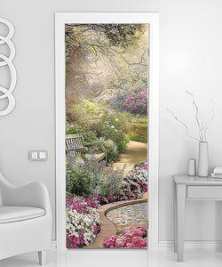 Уголок в цветущем саду