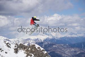 Горный фон со сноубордистом