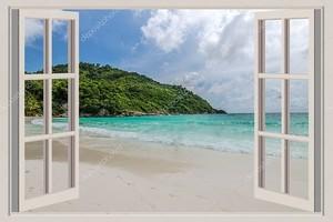 Открытое окно с видом на море