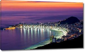 Ночной вид на пляж Копакабана. Рио-де-Жанейро