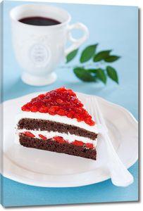 Аппетитный тортик с кружкой кофе