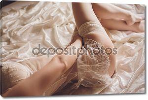 Сексуальная девушка в белом белье