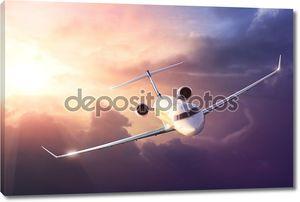 самолет в небе на закате