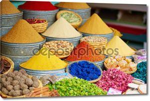 Выбор специй на марокканском рынке