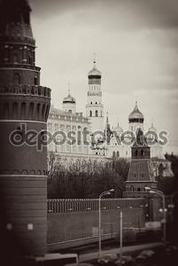 Московский Кремль в черно-белом стиле