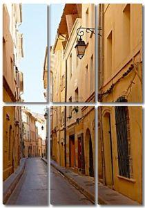 узкая улица с домами Прованс