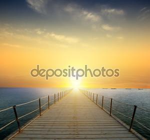 Закат над морем. Пирс на переднем плане