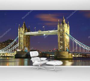 Тауэрский мост в Лондоне в ночных огнях