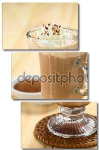 Горячим шоколадом и взбитыми сливками