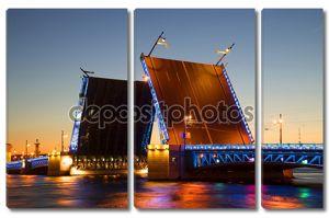 Разведенных Дворцовый мост летняя ночь. Санкт Петербург, Россия