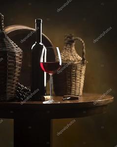 Натюрморт с бокалом вина