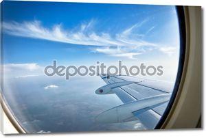 Глядя на крыло самолета в полете