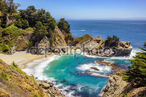 Прекрасный пляж и падает, побережье Тихого океана, Юлия Пфайфер Бич