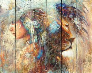 Индийская женщина в головном уборе из перьев  со львом