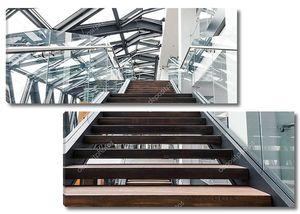 Пустой лестницы в современном интерьере современного офисного здания