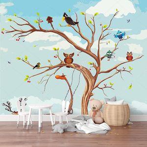 Животных на дереве и под деревом
