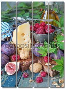 Натюрморт с фруктами, орехами и сыром