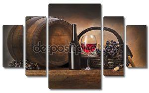 Натюрморт с красным вином и старый ствол